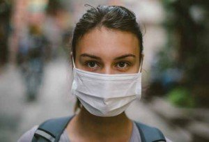 woman in pollution mask