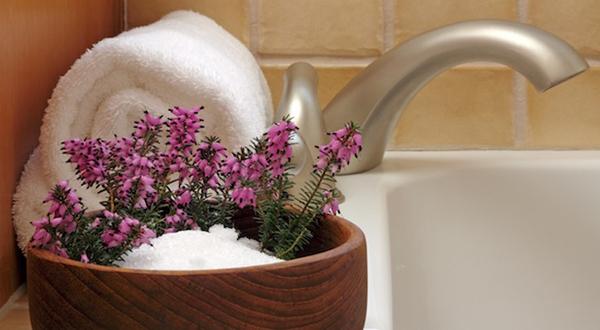 Benefits of Epsom Salt Baths: A Powerful (and Cheap!) Detoxifier