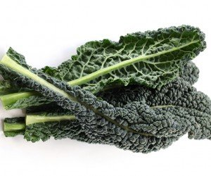 Lacianto kale (also known as black kale or Italian kale) is a flat kale that works better for juicing than curly kale