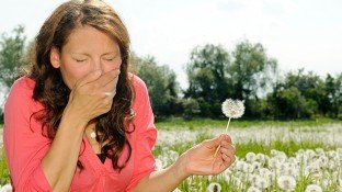 Natural Allergy Relief: Supplements & Lifestyle Tips to Combat Seasonal Allergies