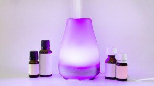 Diffusing Essential Oils 101: The Best Diffusers, How to Use Them & DIY Oil Blends