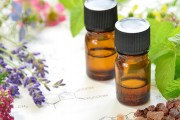 Essential-oil-uses-massage-lavender-frankincense