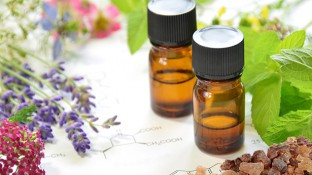 My 5 Favorite Cancer-Fighting Essential Oils & 5 Ways to Use Them
